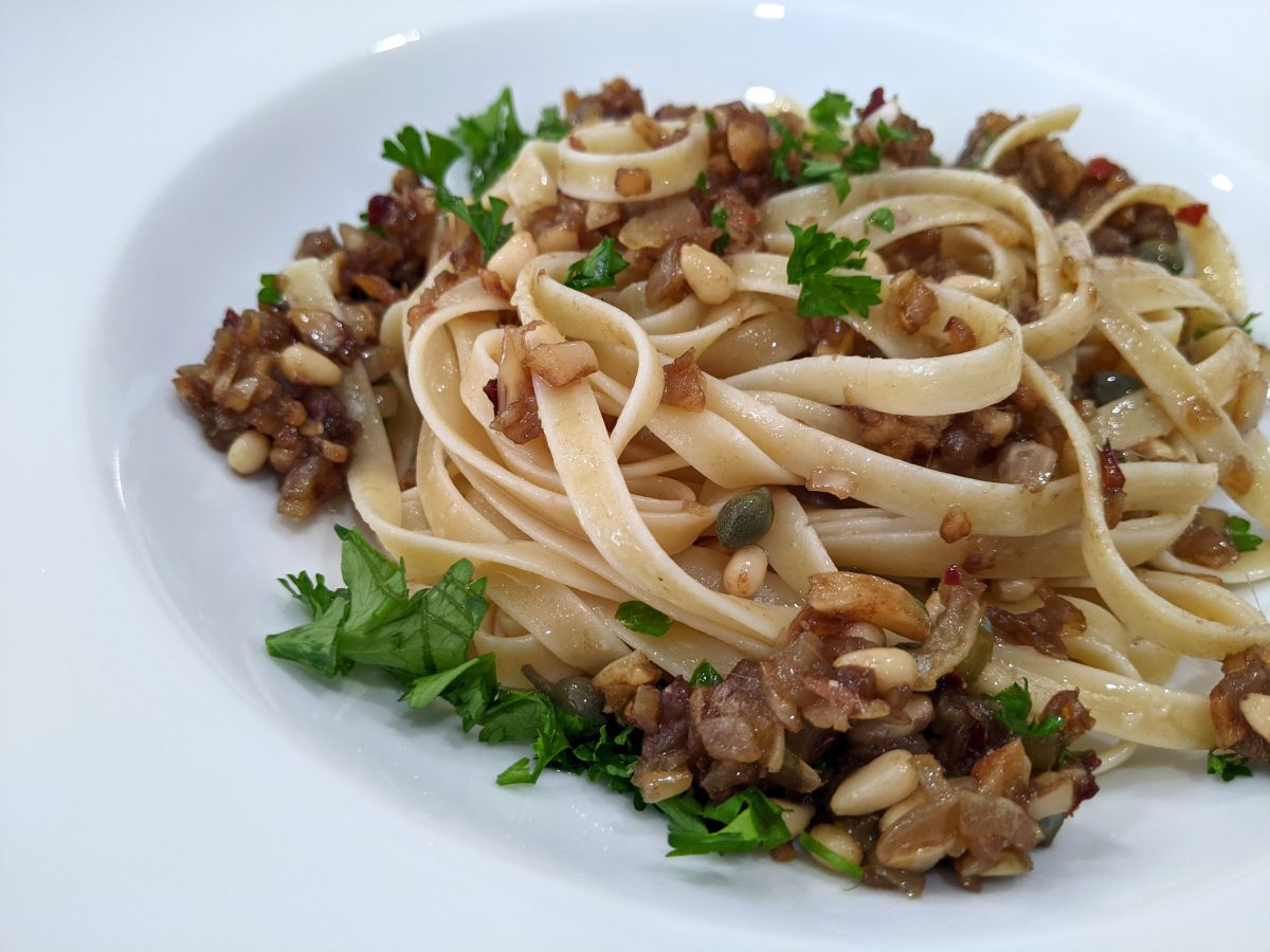 Fettuccine Pasta with Anchovies and Garlic
