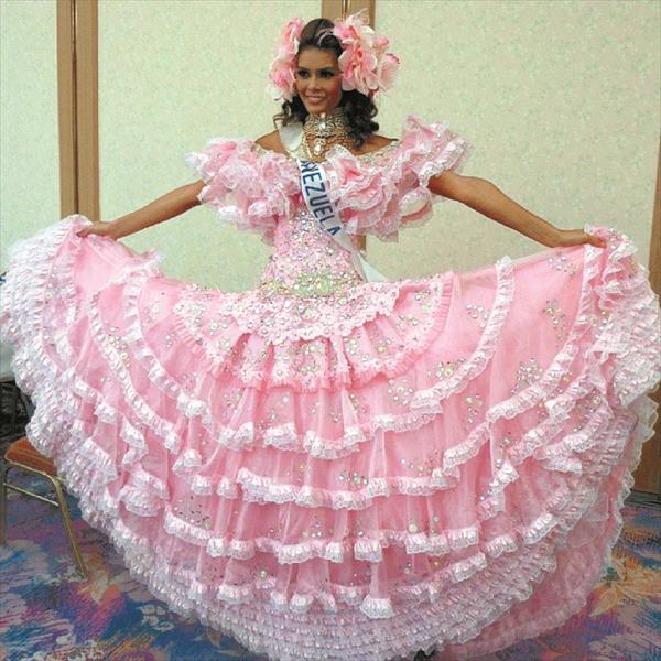 La venezolana Elin Herrera impresion con un traje tpico