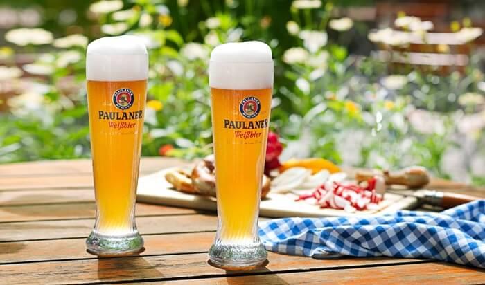 9-cervejas-alemas-que-voce-precisa-beber-paulaner-hefe-weissbier-naturtrub-55-abv