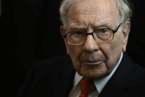 Warren Buffet Turns 90 With a Net Worth of 7,900 crores INR