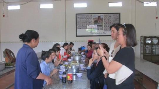 Giáo xứ Tân Phú: Nhóm Tự nguyện thăm mái ấm Tín Thác 5