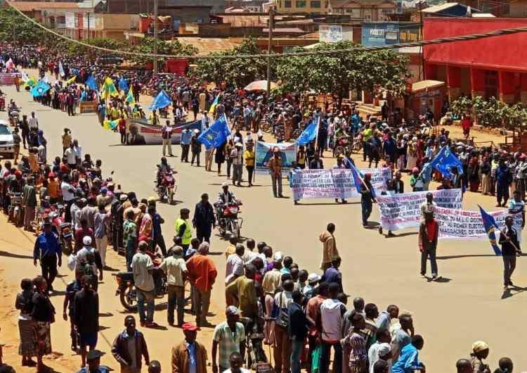 Marche contre la machine à voter: une imprimante brûlé à titre symbolique à Goma