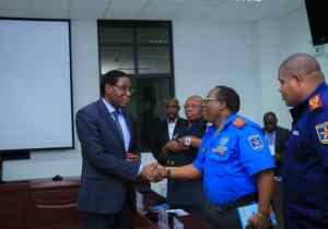 """RDC/Elections: """"les policiers appelés à rester vigilants, courtois et respectueux des droits humains"""" ( Henri Mova)"""