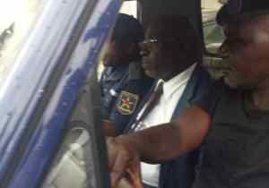 Kinshasa : le ministre Guy Matondo échappe à un lynchage populaire !