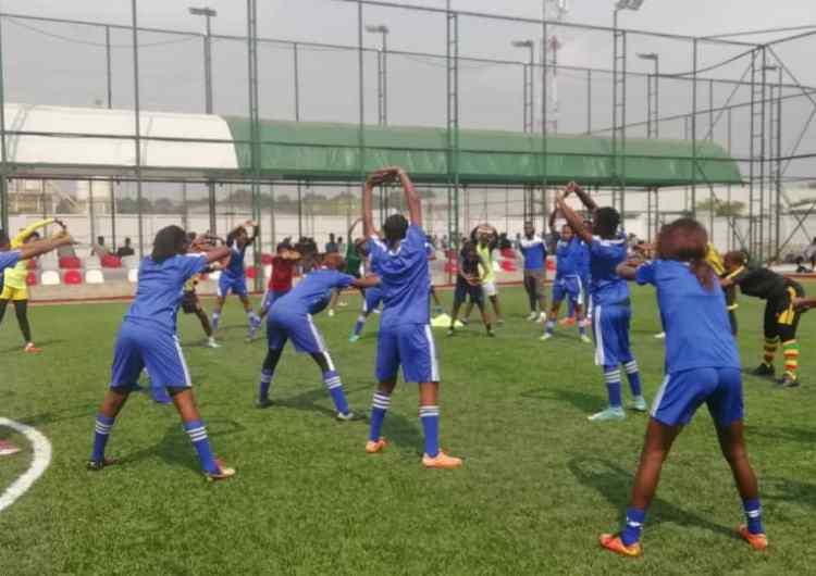 """Foot : l'Académie """"Yves Diba"""" intègre les filles et les enfants"""