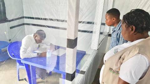 Un finaliste atteint d'Ebola a passé son examen d'État dans un centre de traitement