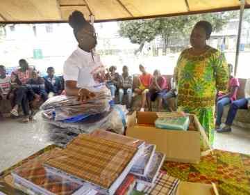 Kinshasa : la journaliste Sarah Bukasa soulage la rentrée scolaire des orphelins