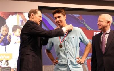 Senator Wyden Presents The Congressional Award, Highlights Student Creativity in STEM