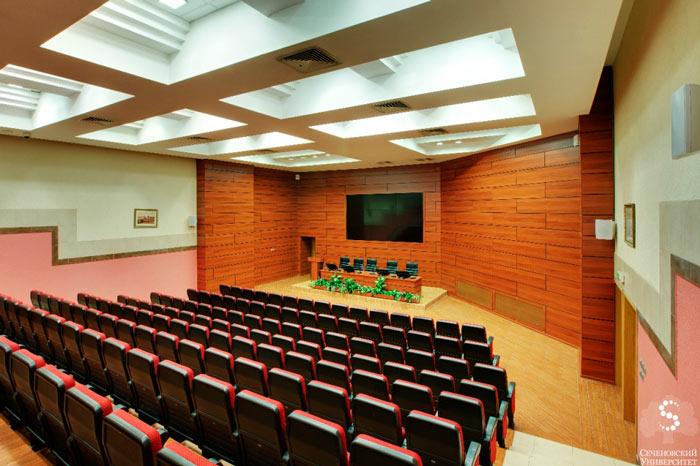 Сеченовский университет - Общая площадь Конгресс-центра составляет 3000 м² и позволяет одновременно вместить около 1000 посетителей