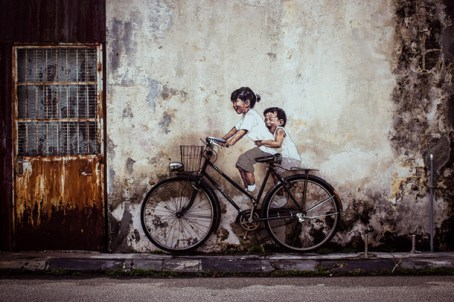 Armenian-Street-Art-Children-on-a-Bicycle-penang-street-art-wall-paiting-george-town-malaysia