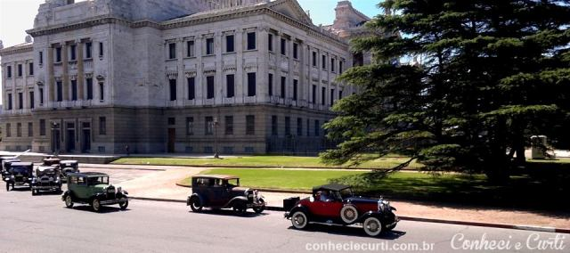 Desfile de carros antigos - Palácio Legislativo.