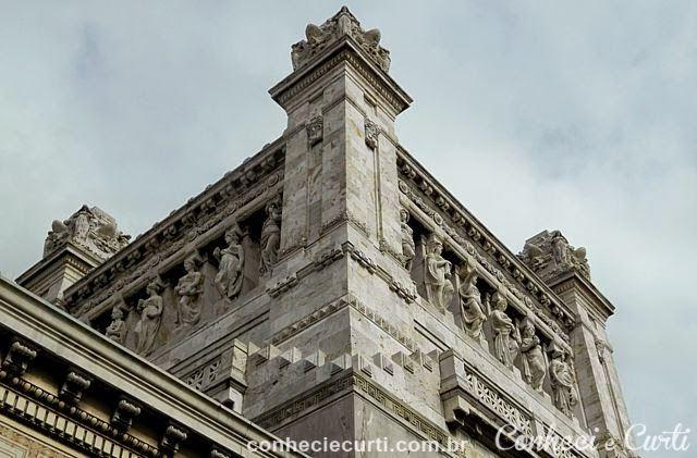 As cariátides ornamentais da torre do Palácio Legislativo- Foto: Maria Vitória