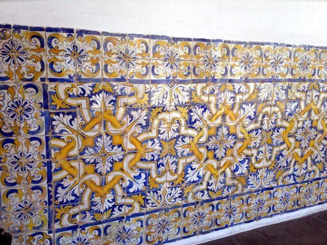 Azulejos do pátio interno do claustro