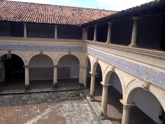 O pátio do claustro. Centro Cultural São Francisco