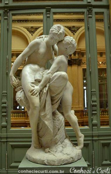 """Teatro Colón, Buenos Aires, escultura """"El Secreto"""""""