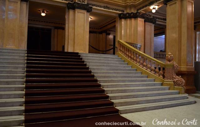 A escadaria principal. Teatro Colón, Buenos Aires - Argentina