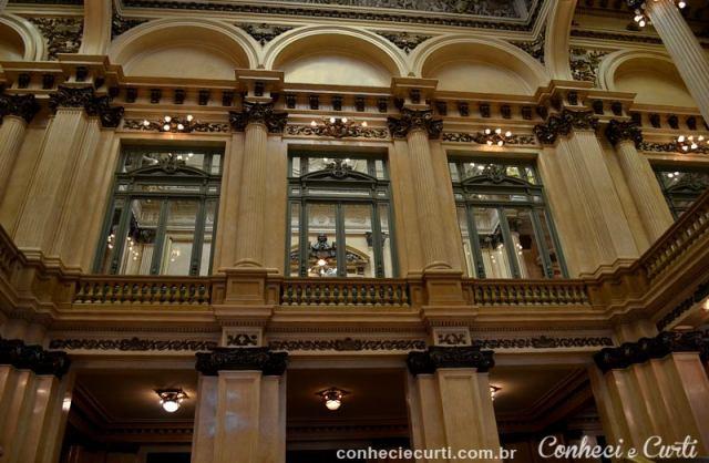 Saguão Principal do Teatro Colón em Buenos Aires.