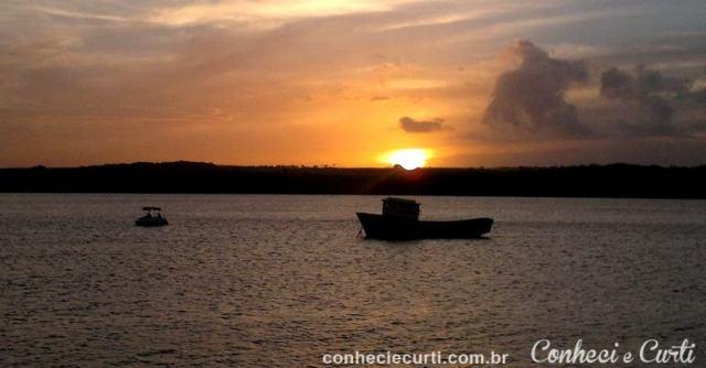 O pôr do sol na praia do Jacaré na Paraíba.