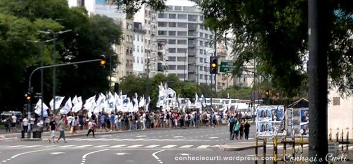 Movimento dos trabalhadores no dia da abertura dos trabalhos do Congresso.