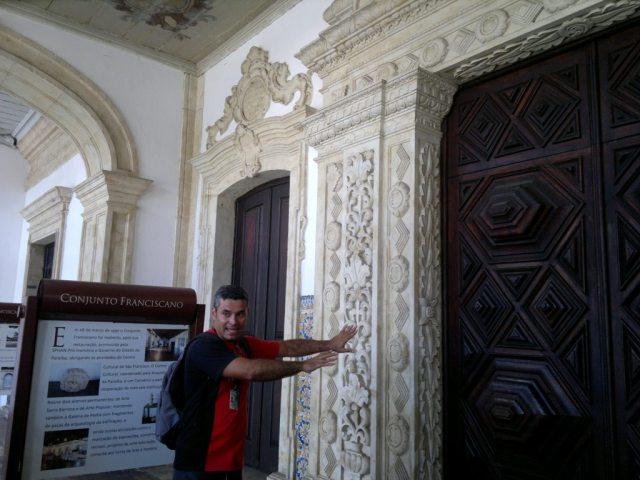 Galilé da Igreja de São Francisco em João Pessoa - PB. Nosso guia explicando o barroco-tropical.