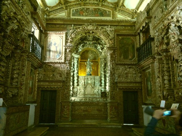 Capela Dourada e o altar de São Francisco