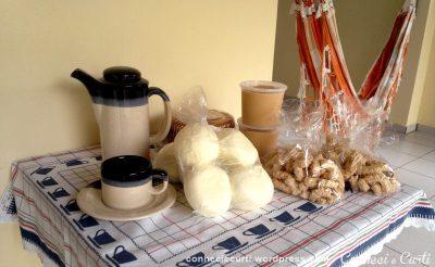 Queijos e doce de leite vendidos pelo Eduardo e sequilhos da Panificadora da Márcia