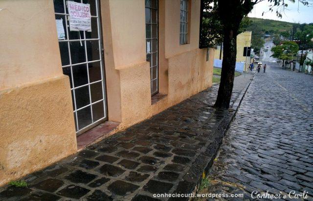 Ruas de paralelepípedos e calçadas de pedras