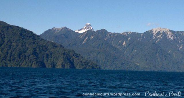 Vulcão Pontiagudo visto do Lago Lago Todos los Santos, Chile