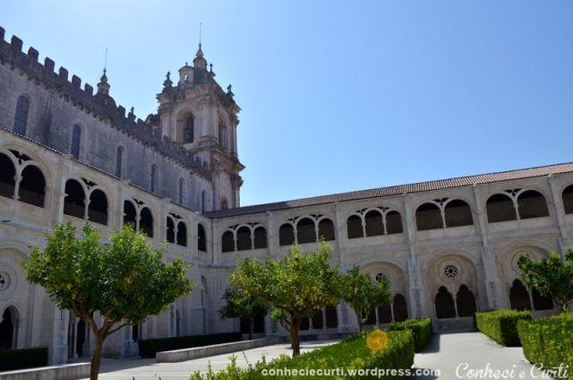 claustro-d-dinis-alcobaca-portugal