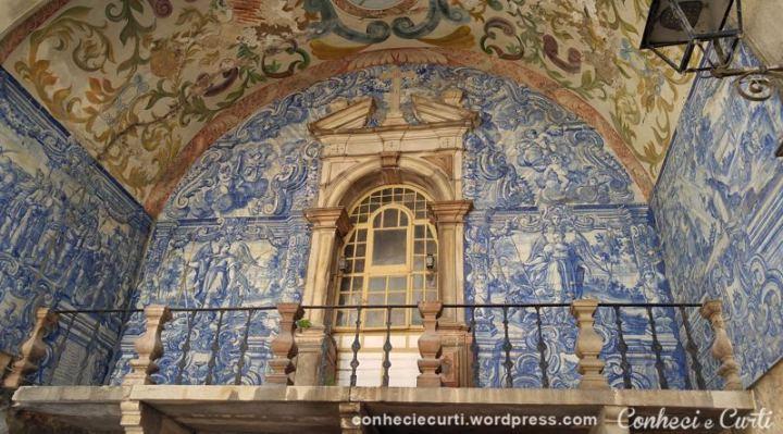 Oratório Nossa Sra. da Piedade. Porta da Vila de Óbidos, Portugal.
