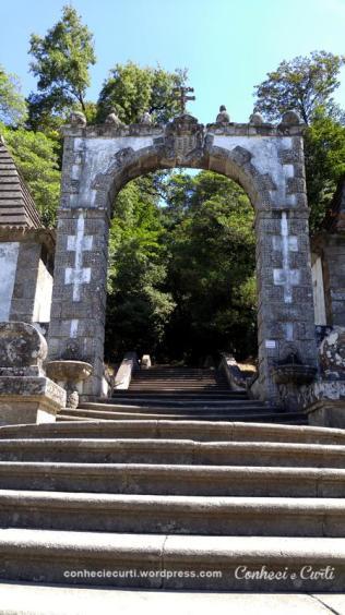 O Pórtico das escadarias do Bom Jesus do Monte, Braga - Portugal.