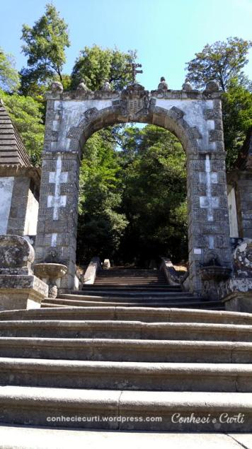 O Pórtico das escadarias do Bom Jesus do Monte, Braga - Portugal.