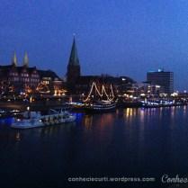 Feira de Natal Medieval no Schlachte em Bremen, às margens do rio Wesera