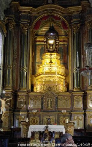Altar da Igreja de São Gualter, em Guimarães, Portugal.