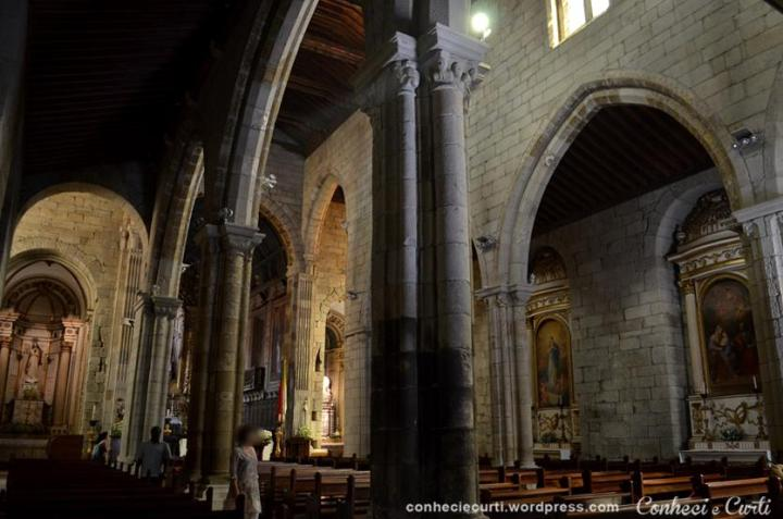 Interior da Igreja de Nossa Senhora da Oliveira, Guimarães - Portugal.
