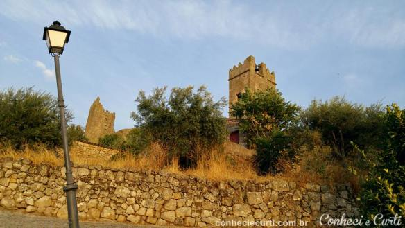 A muralha e a Torre do Campanário