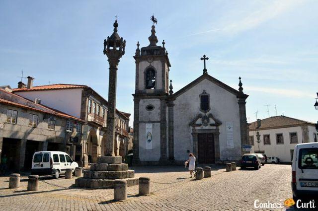 Trancoso em Portugal. A Igreja de São Pedro e o Pelourinho.