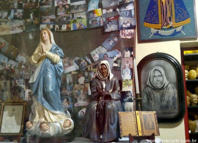 Interior da casa de Nhá Chica, Baependi, Minas Gerais.