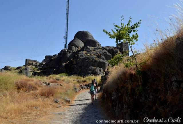 Monsanto, Portugal. O caminho para o castelo.