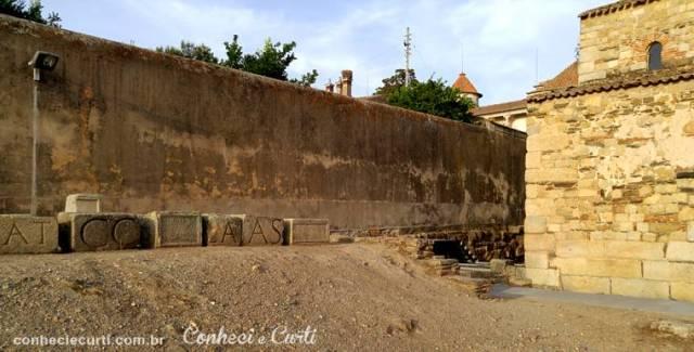 Pátio da Igreja de Santa Maria em Idanha-a-Velha