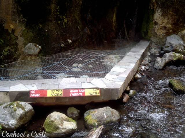Termas Geométricas, os poços/piscinas muito quentes são interditados. Pucón, Chile.