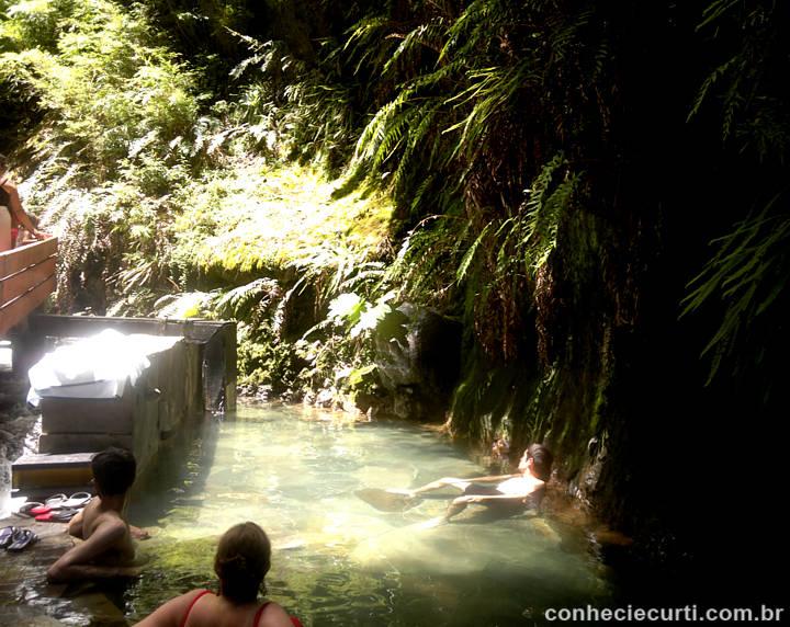 Uma das diversas piscinas de águas termais da Termas Geométricas, região de Pucón - Chile.