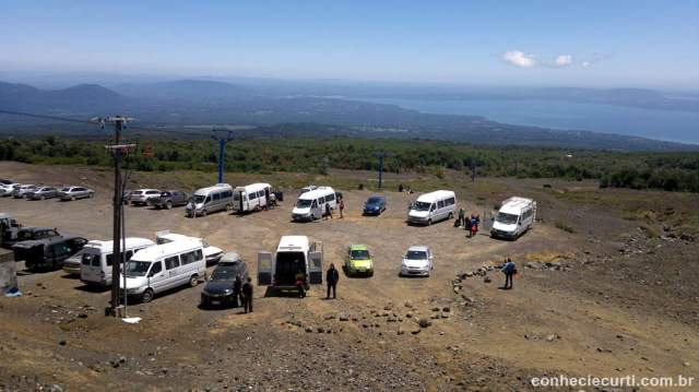 Estacionamento na região da estação base do vulcão Villarrica, Pucón - Chile.
