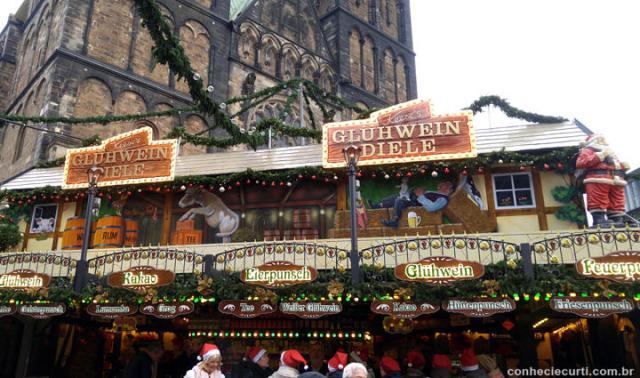 Barraquinha de Gluhwein na feira de Natal em Bremen.