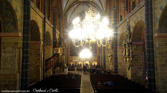 A nave da Catedral de São Pedro de Bremen, Alemanha.