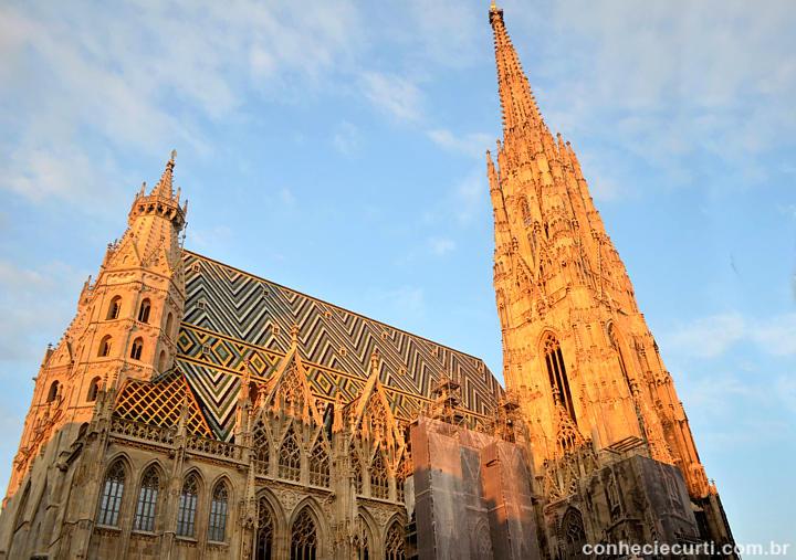 Catedral de São Estevão no pôr do sol. Viena.