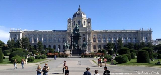 A Praça Maria Teresa em Viena.
