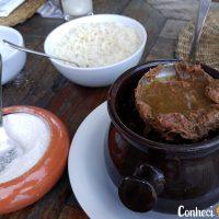 Almoçar um barreado em Morretes