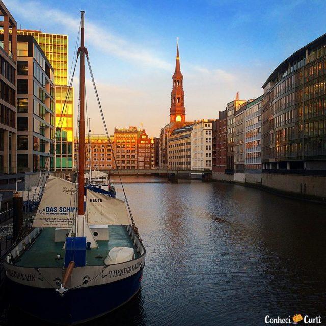 Os canais de Hamburgo, Alemanha.