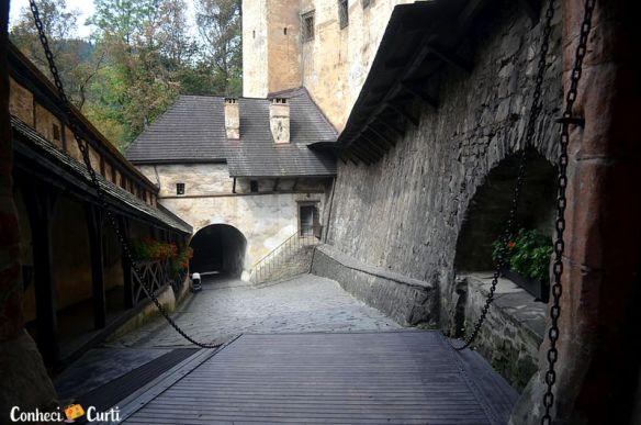 A entrada do Castelo de Orava.